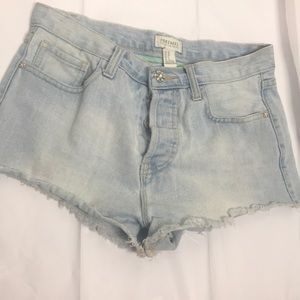Forever 21 premium denim shorts size 28